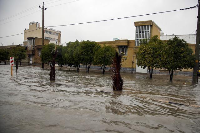 امدادرسانی به 91 خانواده گرفتار در سیلاب در محلات قدیمی کرمانشاه