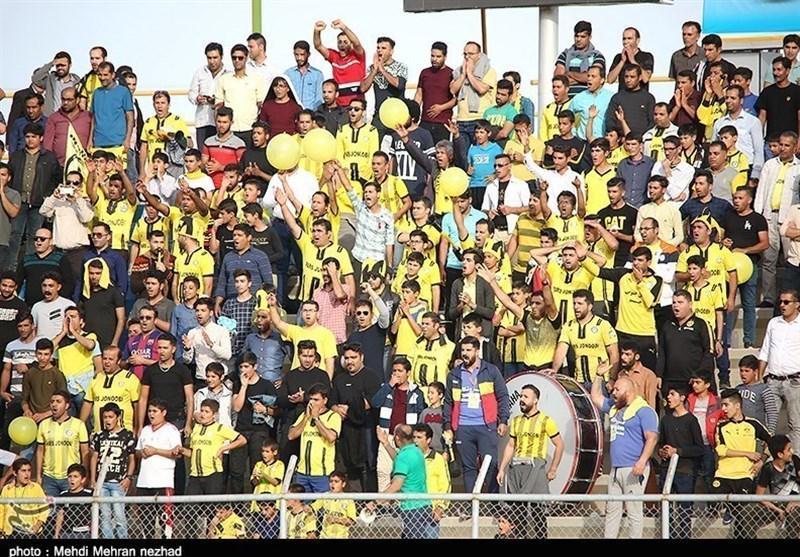 حاشیه دیدار پارس جنوبی - پرسپولیس، بی نظمی و ناهماهنگی در استادیوم تختی، درخواست عجیب طرفداران جمی از بازیکنان این تیم