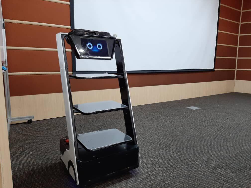 رونمایی از ربات پزشکی کیوان لایف بات ، دانش بنیان ها تهدید را به فرصت تبدیل کردند